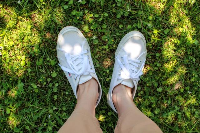 白いスニーカー 汚れを防いで白さをキープするポイント