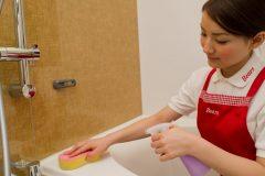 お風呂掃除に使う洗剤は酸性のものが多いのはなぜ?