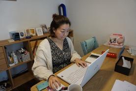 子育てをしながら企業の広報担当として活躍する藤井さん