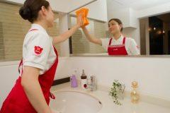 お風呂掃除で鏡についた水垢をきれいにする方法とは?