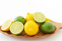 レモンがレンジの掃除に役立つのはどうしてなの?