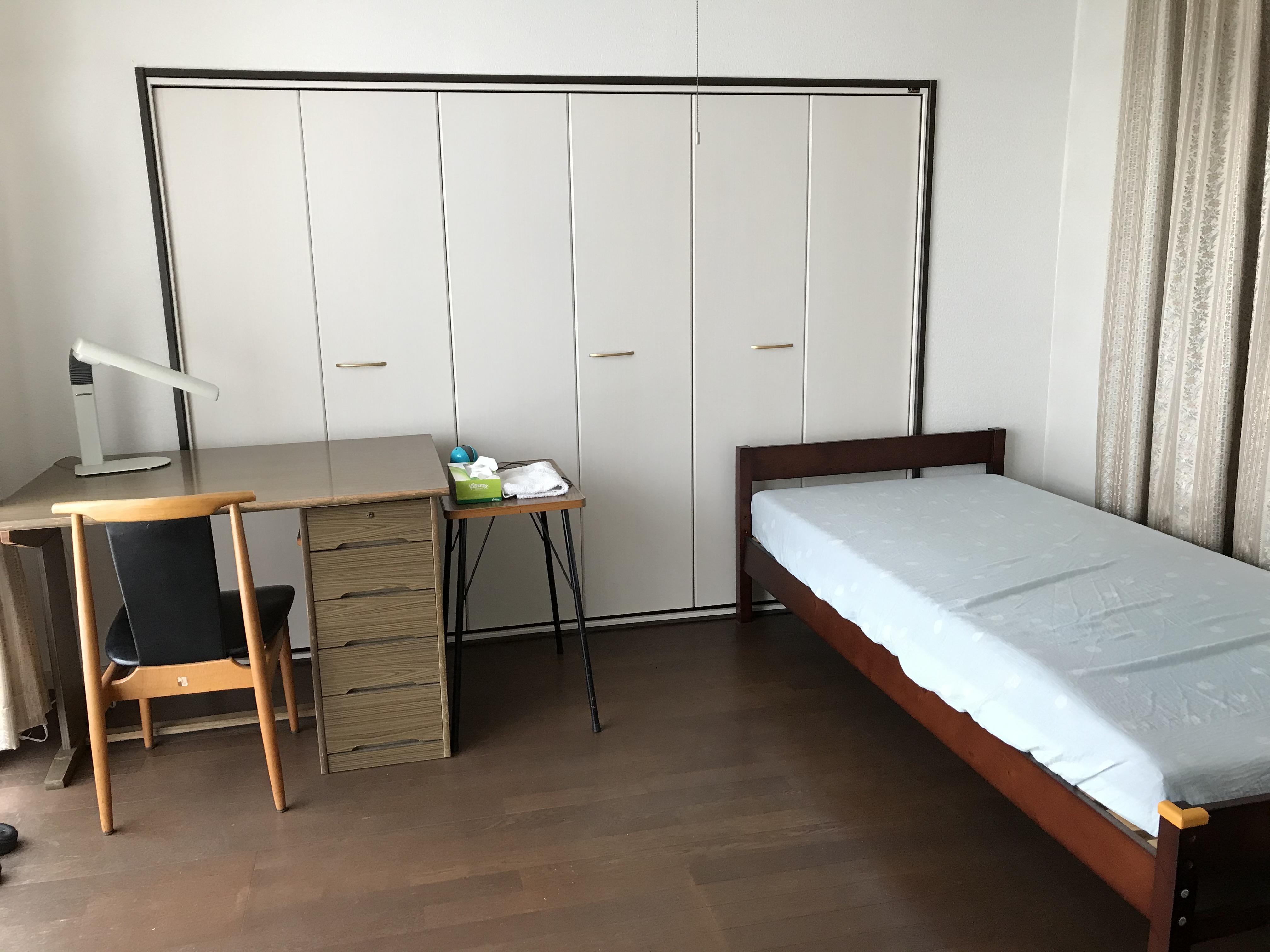 すっきりとした寝室